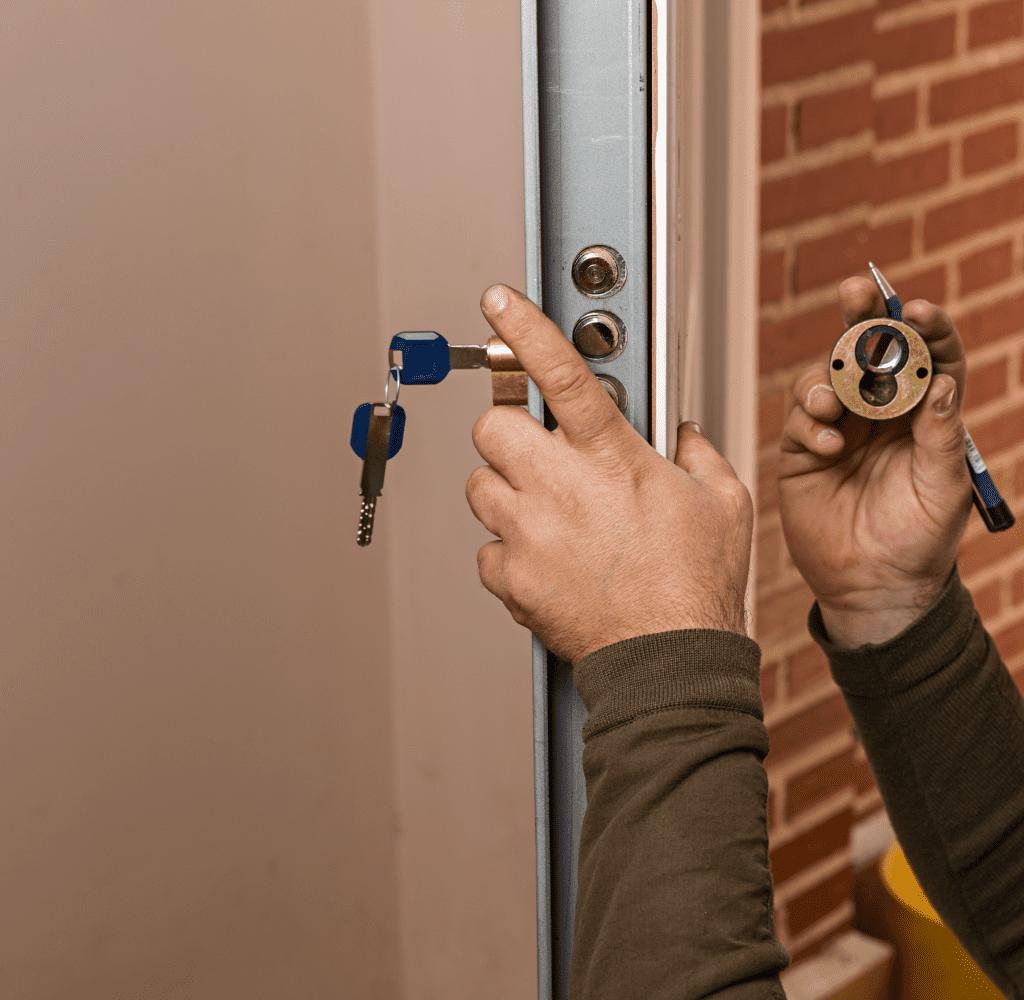 Cambio de cerradura 1024x1000 1 - Instalación Cambio Bombin de Cerraduras de Seguridad